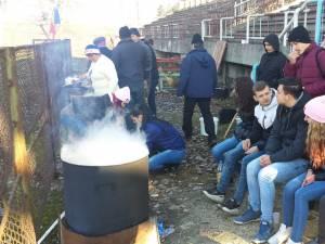 Meciuri demonstrative şi friptură de porc la ceaun la sfârşit de an pentru micii rugbişti suceveni