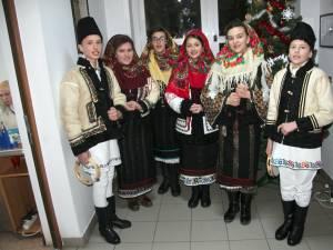Un grup de elevi din Cornu Luncii a colindat redacţia Monitorului de Suceava