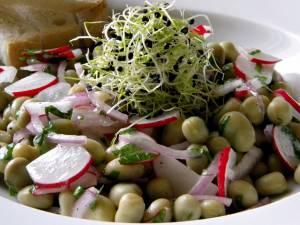 Salată de bob (de post). Foto: prajituricisialtele.ro
