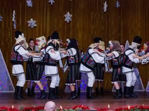 """Serbarea de Crăciun a elevilor Liceului """"Ion Luca"""" Vatra Dornei"""
