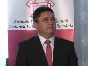 De mai bine de 13 ani, Ghervazen Longher, preşedinte al Uniunii Polonezilor din România, a fost ales deputat în Parlamentul României, ca reprezentant al minorităţii poloneze