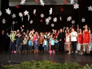 Spectacol caritabil de Crăciun, la Şcoala Gimnazială Nr. 1 din Gura Humorului