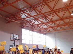 Copiii și părinţii au jucat baschet la Cupa Moș Crăciun