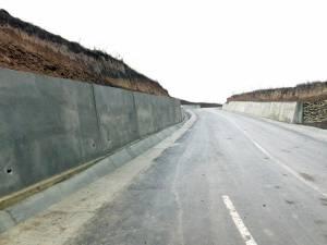 Ziduri de protecţie pe drumul comunal din Dărmăneşti