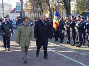 Prefectul Constantin Harasim şi col. Mugurel Anton