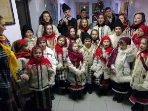 """Grupul """"Balada Bucovinei"""", în vestimentaţie bucovineană"""