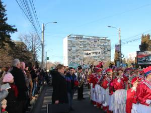 Spectaculoasa paradă a datinilor și obiceiurilor de iarnă din municipiul Suceava