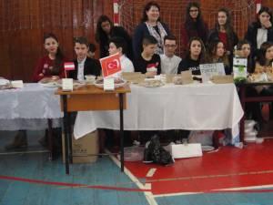 Expoziţie gastronomică cu mâncăruri tradiţionale fiecărei minorităţi