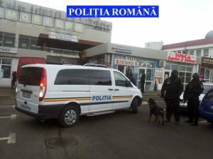 Impunătorii poliţişti cu cagule şi arme în mână, în centrul Sucevei
