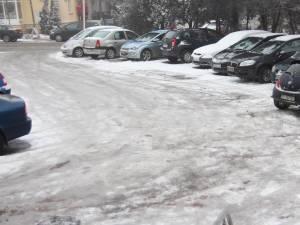 Recomandări pentru siguranţa circulaţiei rutiere în condiţii de polei