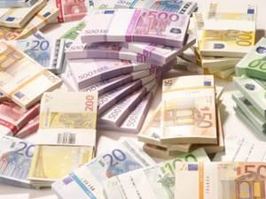 10.100 de persoane care au de plătit amenzi în sumă totală de peste 2,44 de milioane de euro