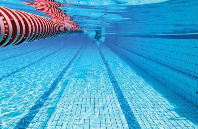 Trei copii şi şase adulţi au făcut reacţii alergice după ce au fost la o piscină din municipiul Suceava FOTO: crisarcangeli.com