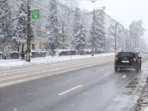 Zeci de utilaje mobilizate în activitatea de deszăpezire a străzilor Sucevei