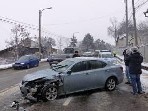 Cele două maşini s-au ciocnit violent