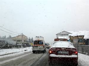 Nu au fost probleme deosebite pe drumurile judeţene sau naţionale, chiar dacă s-a circulat în condiţii grele, specifice precipitaţiilor sub formă de ninsoare