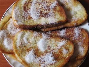 Friganele dulci din pâine (french toast). Foto: ideipentrufemei.blogspot.com