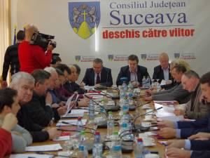 Consiliul Judeţean Suceava a votat, ieri, la cea de-a doua întrunire în şedinţă extraordinară, repartizarea sumelor pentru echilibrarea bugetelor locale