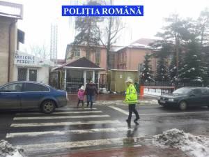 Poliţişti în zona unităţilor de  învăţământ