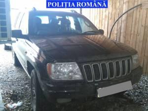 Maşina confiscată de poliţişti