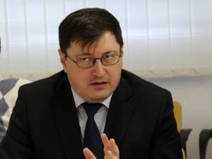 Directorul medical al Spitalului de Urgenţă Suceava, dr. Tiberius Brădăţan, a declarat că demersurile de achiziţionare au fost făcute încă de anul trecut, dar produsul încă lipseşte la distribuitori