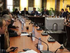 Consilierii locali suceveni au aprobat ieri proiectul de închiriere a instalaţiilor şi echipamentelor necesare funcţionării sistemului de termoficare al oraşului