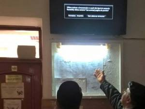 Televizoare tip smart tv prin intermediul cărora justiţiabilii sunt anunţaţi despre procesele aflate în derulare