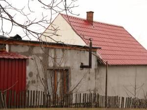 Casa din Cajvana în care s-au intoxicat cei din familie în timpul nopţii