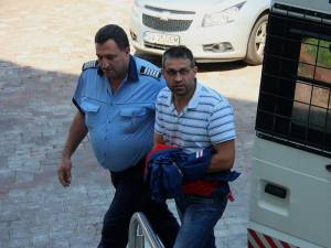 Agentul-şef Dumitru Jitaru, din cadrul Biroului Rutier al Poliţiei municipiului Rădăuţi a fost condamnat la patru ani de închisoare cu executare