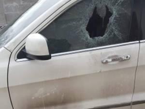 Autoturism Grand Cherokee incendiat la Rădăuți şi recompensă de 20.000 de euro pentru identificarea autorilor