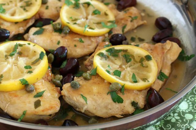 Pui cu măsline și lămâie (rețeta rapidă grecească)