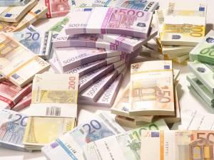 Restanţele pe care sucevenii le au la creditele în lei şi valută contractate la bănci au scăzut pe parcursul anului cu nu mai puţin de 19 milioane de euro