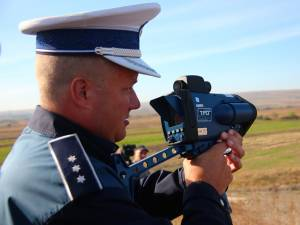 """Un """"pistol"""" radar cu laser a intrat de aproximativ două săptămâni în dotarea Serviciului de Poliţie Rutieră Suceava"""