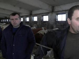 Doi dintre fermierii care au de primit restanţe de la firma Alpina Blue Chesse SRL Vadu Moldovei