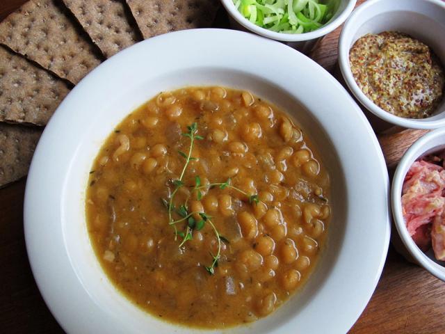 Supa groasă de mazăre uscată cu afumătură. Foto: semiswede.com