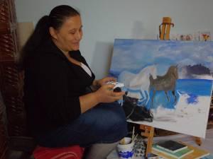 O femeie în vârstă de 47 de ani, din Stroieşti, Eleonora Ferar, visează să-şi vadă tablourile realizate de ea într-o expoziţie