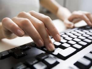 Cum a ajuns arestat şi trimis în judecată un tânăr pasionat de calculatoare care descărca filme porno de pe internet. Foto: monomdia.com