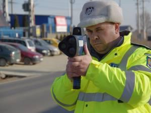 Radarul este mobil şi poate măsura viteza maşinilor din locuri greu de vizualizat de către şoferi