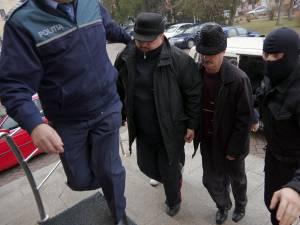 Doi dintre cei trei poliţişti reţinuţi