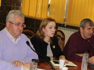 Valeriu Iftime, acţionar la Thermonet, alături de repretentantul AGA al societăţii de termoficare a Sucevei, Raluca Roşca, a explicat planurile de investiţii de anul acesta