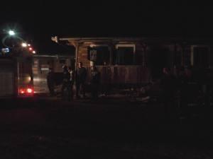 La sosirea echipajelor de pompieri ardeau mocnit mobilierul şi materialele textile