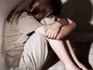 Coşmarul unei fete de 11 ani: a fost abuzată sexual timp de trei ani şi şantajată cu o fotografie în care apărea dezbrăcată. Foto: romaniatv.net