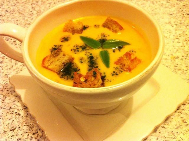 Supă cremă de dovleac și morcovi. Foto: bucataria-sylviei.ro