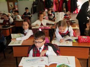 Elevii învaţă după manuale cu o programă realizată în urmă cu 10 ani
