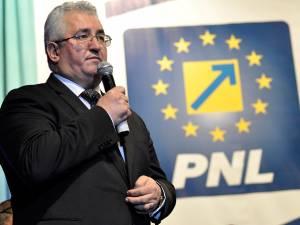 Candidatul PNL pentru Primăria Suceava, Ion Lungu, actualul edil în funcţie, Ion Lungu, şi-a prezentat ieri programul electoral cu care vrea să câştige un nou mandat