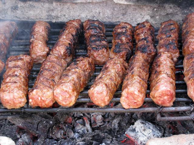Mititei din trei feluri de carne