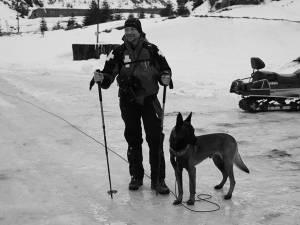 Ionuţ Pascu şi câinele Erik pot participa oficial la acţiuni de salvare a persoanelor surprinse de avalanşe