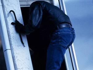 952 de case au fost călcate de hoţi pe parcursul anului 2015. Foto: voceavalcii.ro