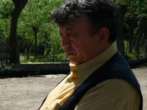 """Mircea Laurus, primarul oraşului Milişăuţi: """"Am chemat jandarmii şi poliţia. Nu pot ieşi din primărie, legea pumnului a câştigat la Milişăuţi"""""""