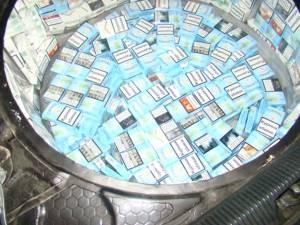 """Volkswagen """"antifonat"""" cu pachete de țigări"""
