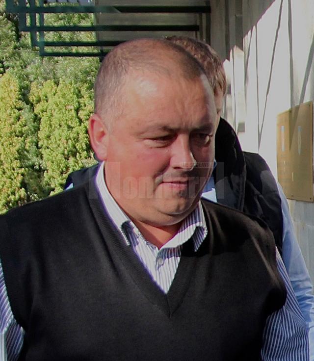 O nouă suspiciune de comitere a unei fapte penale planează asupra primarului din Broşteni, Nicolae Chiriac